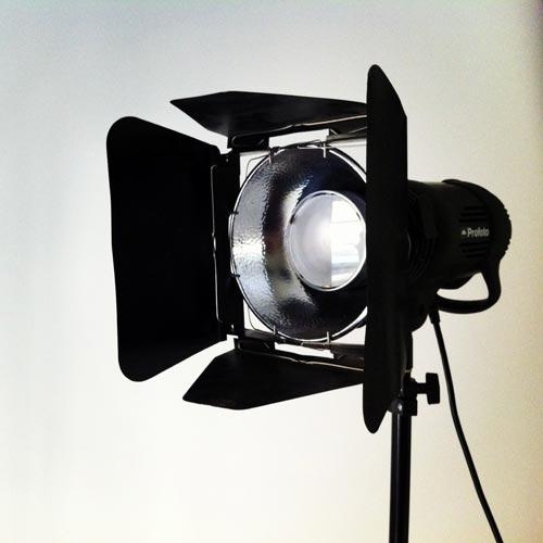 Profoto skärmklaffar (barndoors) på studioblixt D1 med zoomreflektor. Fotograf Stefan Tell