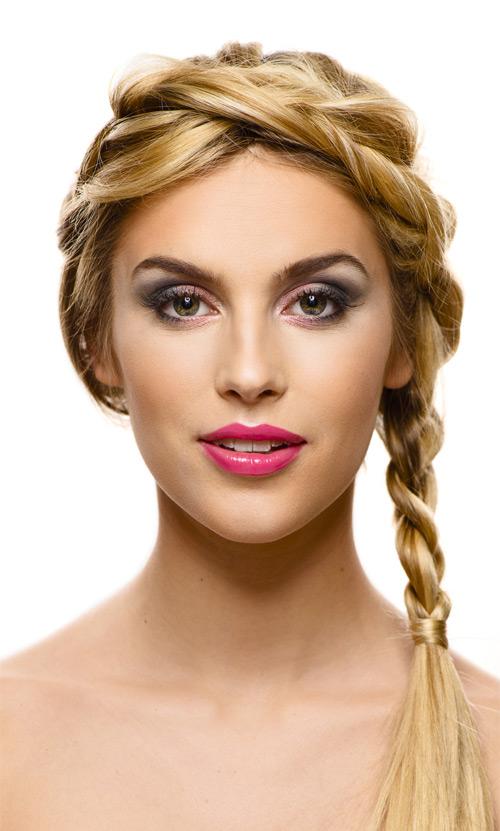 Modellfotografering i fotostudio med professionellt smink. Fotograf Stefan Tell