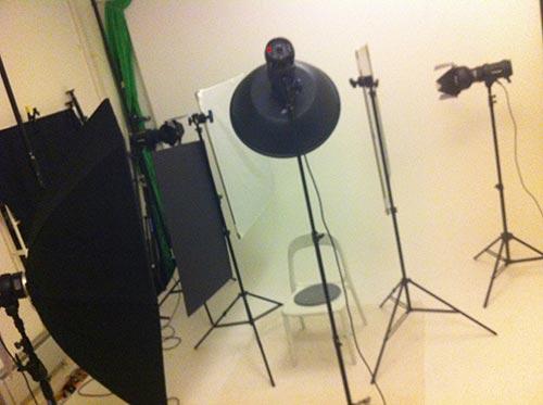 behind-the-scenes-setup-modellfotografering-smink