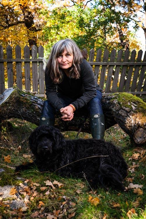 Anna Höglund, illustratör. Pressbild för Bonnier Carlsen. Fotograf Stefan Tell