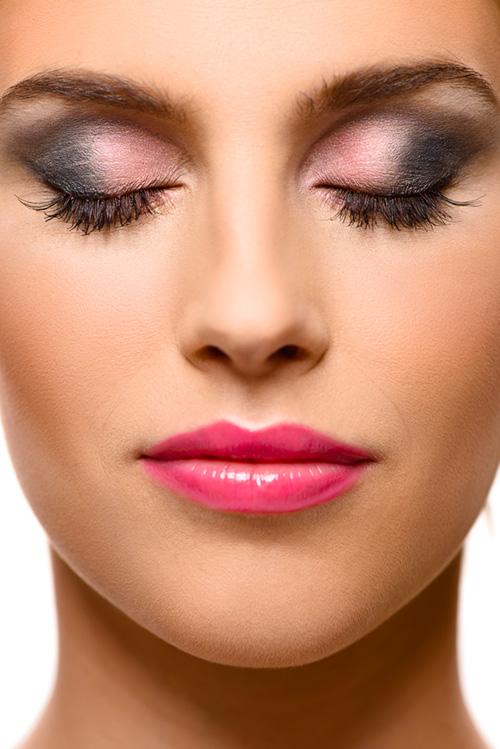 Modellfotografering av makeup i  fotostudio, bakom kulisserna. Fotograf Stefan Tell