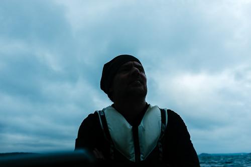 mörkt-porträtt-segelbåt