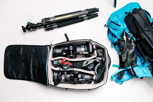 mobil-fotostudio-batteriblixt-i-kameraväska-objektiv-rymlig-reservkamera