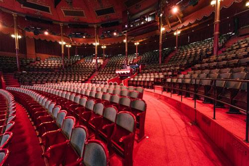diversebild-stolar-teater