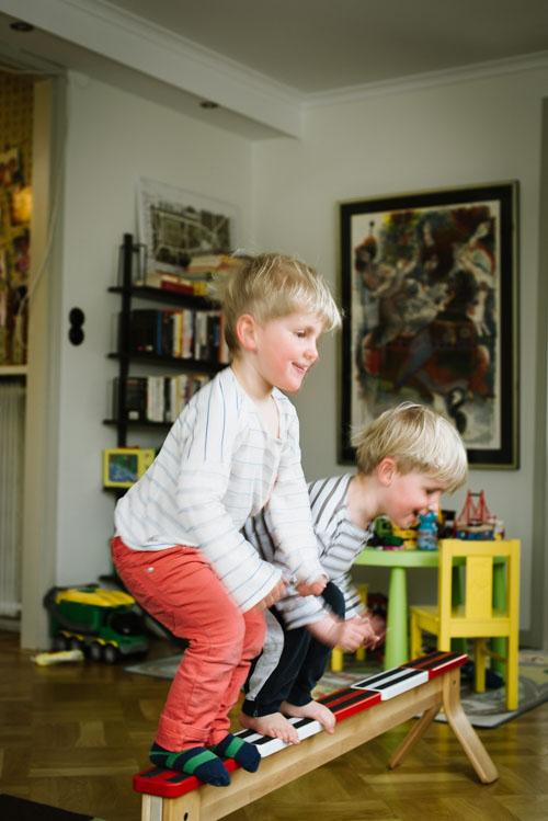 hoppande-barn