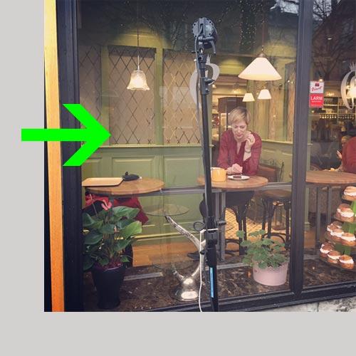 bts-bakom-kulisserna-fotografering-cafe-en-blixt-genom-fönster-Profoto-B2