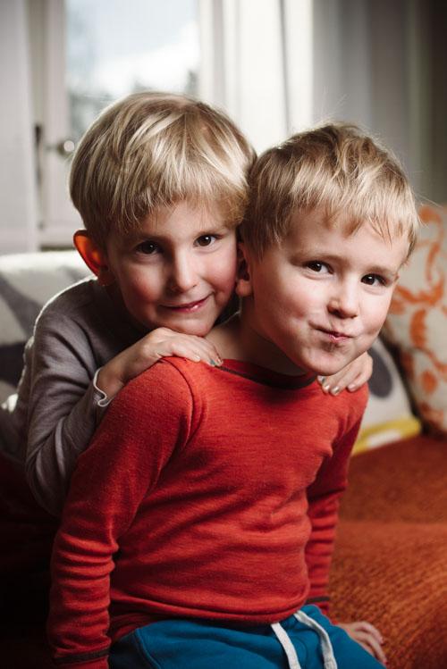 tvillingar-Profoto-en-blixt-B2-OCF-Beautydish-inomhus-HSS