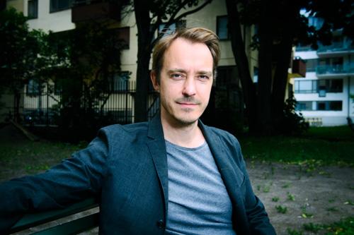 Jonas-Karlsson_portrattbild-artikel-skadespelare-artist-forfattare