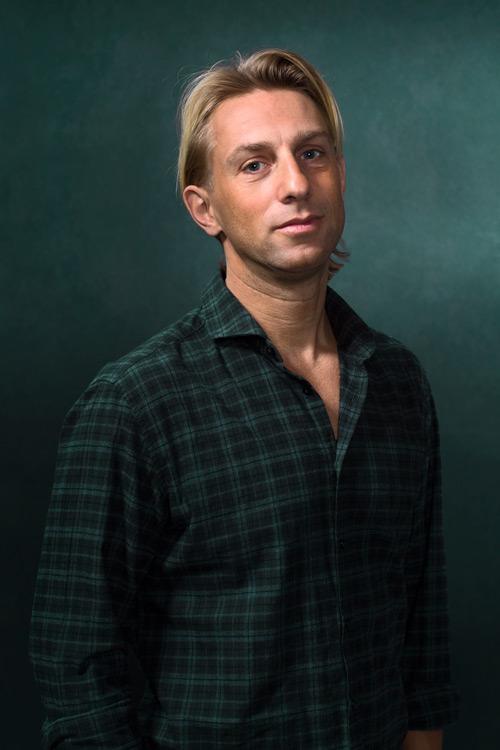 Anders Hansen, Bonnier Forfattarporträtt pressbild studioporträtt. Fotograf Stefan Tell
