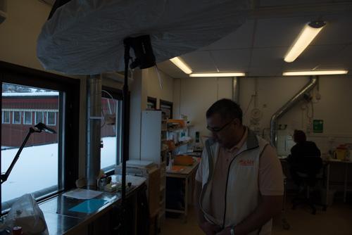 setup-en-blixt-location-reportage-foto-Profoto-Deep-Umbrella-Large-White-Diffusor