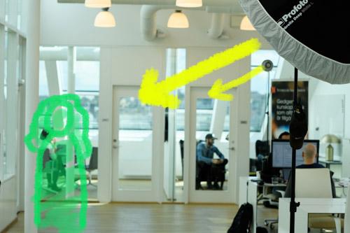 Ljussättning av ljust porträtt på kontor - Profoto B1 B2 Deep Umbrella Magnum OCF
