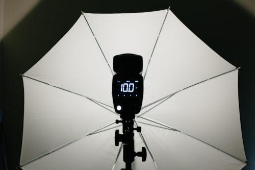 Profoto-A1-diffusion-kupol-framfor-blixt-mjukare-ljus