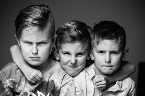 gruppfoto-barn-hemmastudio-tva-blixtar-Profoto-A1
