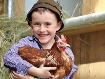 Schule am Bauernhof, hier dürfen Kinder noch Kinder sein und ganz nah bei unseren Tieren sein. Foto: Knut Kuckel
