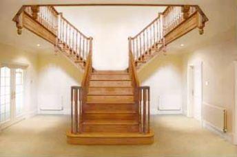 Modelul Chalfont pentru scări interioare din lemn masiv