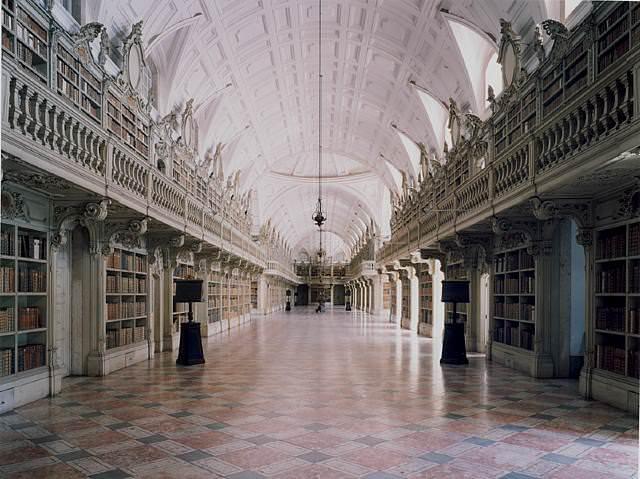 "<a href=""https://www.stejarmasiv.ro""><img src=""https://i2.wp.com/www.stejarmasiv.ro/wp-content/uploads/2012/05/Biblioteca-do-Palacio-e-Convento-de-Mafra-I.jpg?resize=640%2C479&ssl=1"" alt=""biblioteci""></a>"