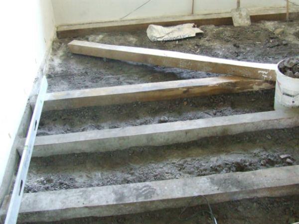 Pozitionarea grinzilor a fost partea cea mai grea - montaj de podea