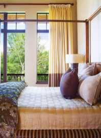 Dormitor cu baldachin Casa din lemn si piatra