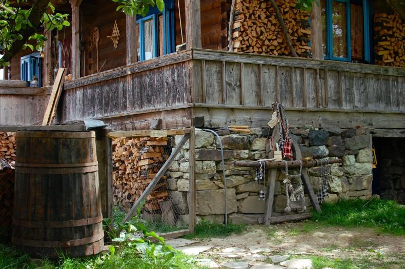 Vedere laterala - elevatie si bordura verandei - Pensiunea Babou