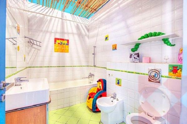 baie atipică în culori vii