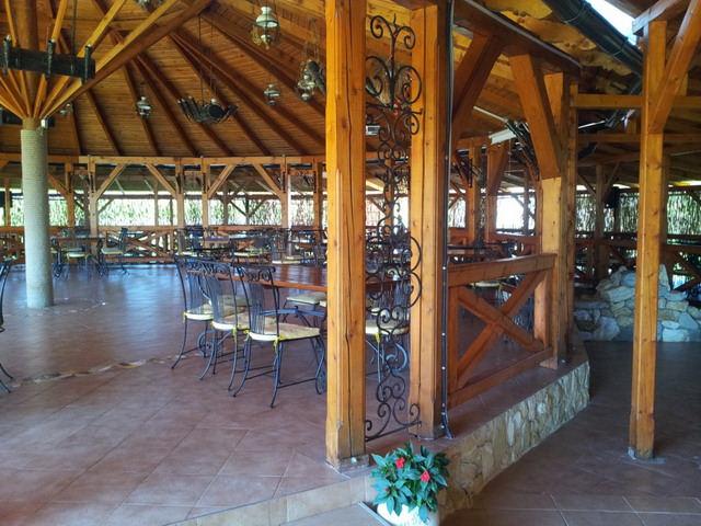 Terasa De Restaurant Pentru Evenimente Langa Baia Mare