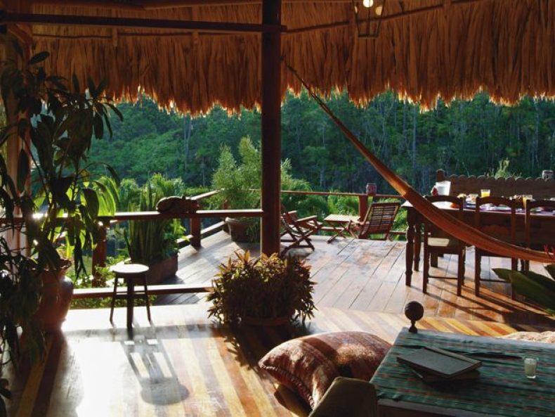 Spatiu de relaxare totala cu vedere la padurea tropicala - Blancaneaux Lodge