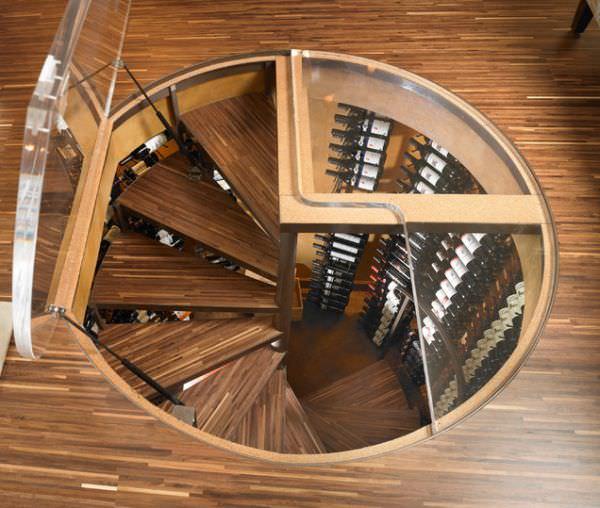 scara interioara cu trepte de lemn