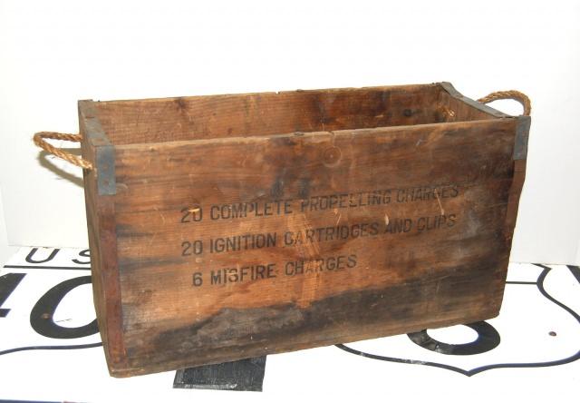 """<img src=""""https://i2.wp.com/www.stejarmasiv.ro/wp-content/uploads/2013/02/cutie-de-lemn-pentru-dinamita.jpg?resize=640%2C444&ssl=1"""" alt=""""lădiță de lemn"""" />"""