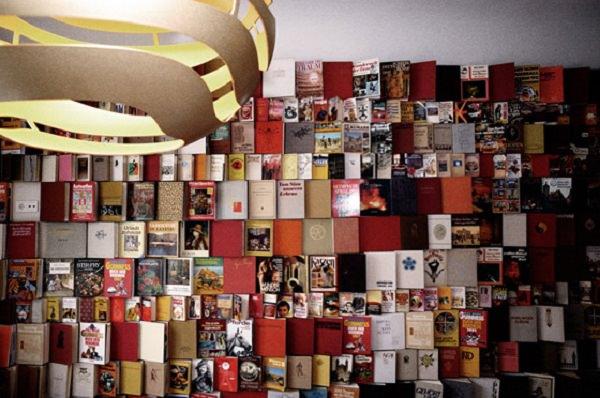 carti pe post de perete - Michelberger Hotel din Berlin