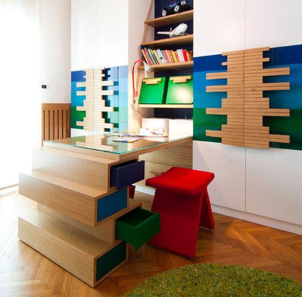 camera de copil care studiaza