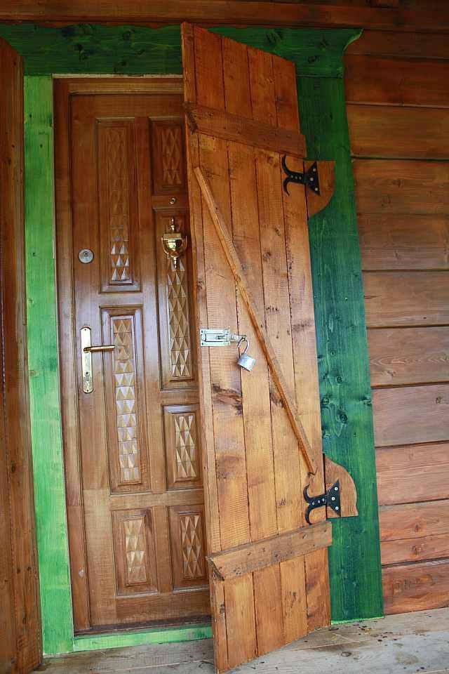 Căsuță de vacanță din lemn si casuta pentru copii