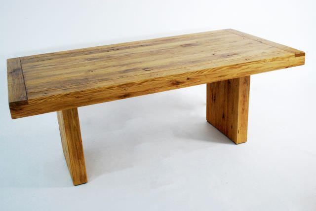 Masa din lemn masiv