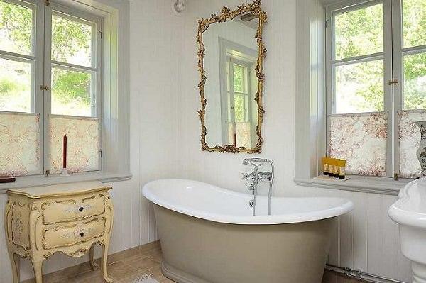 baie alba vintage -albele interioare