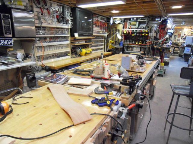 "<img src=""https://i2.wp.com/www.stejarmasiv.ro/wp-content/uploads/2013/11/woodgears.ca-atelier.jpg?resize=640%2C480"" alt=""banc de lucru"">"