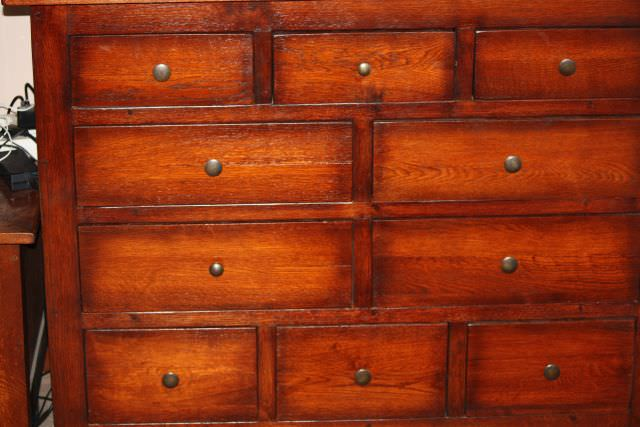 Finisaj pentru mobila veche comoda dresor sertare