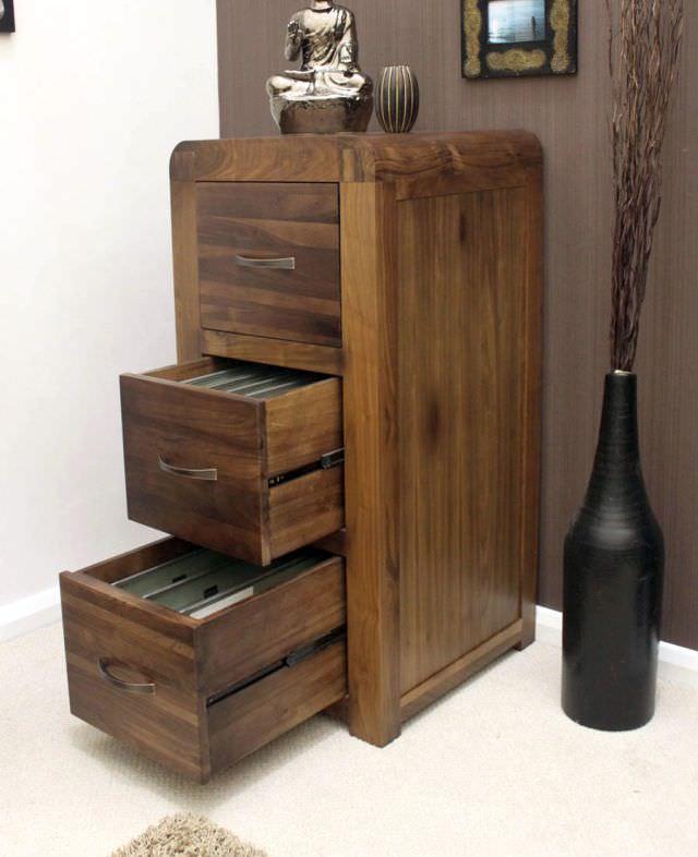 mobila din lemn masiv de castan