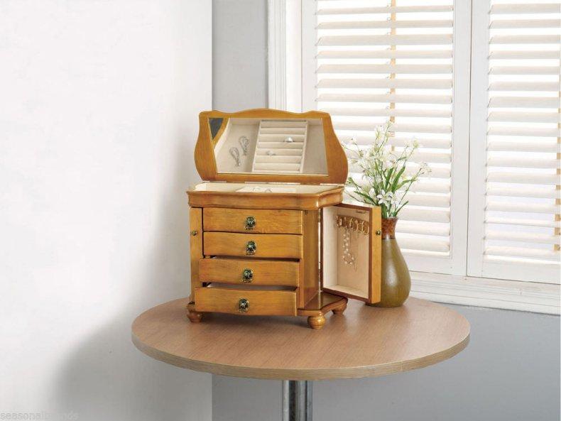 caseta de bijuterii din lemn
