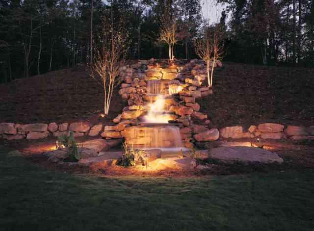 iluminarea unei cascade - iluminatul curtii