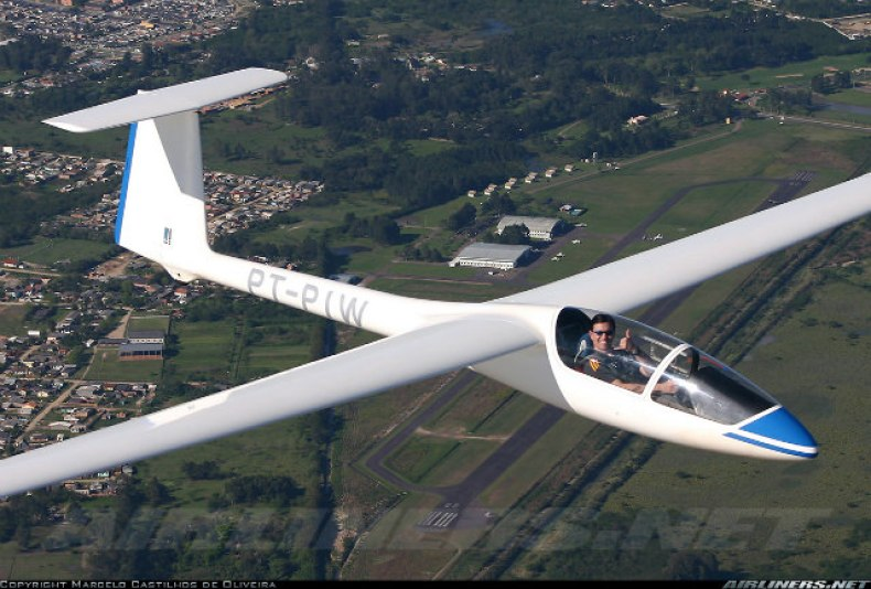 pilot de planor in zbor