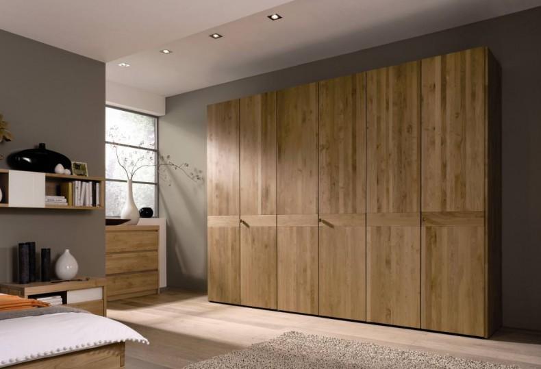mobila din lemn masiv marca Huelsta
