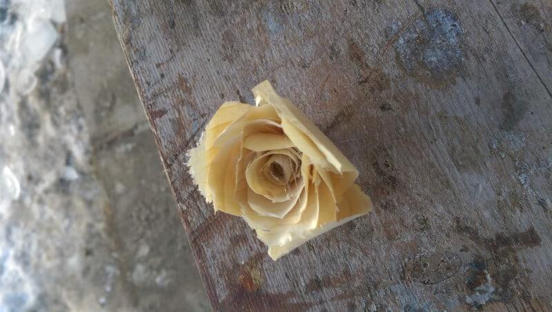 trandafiri de lemn