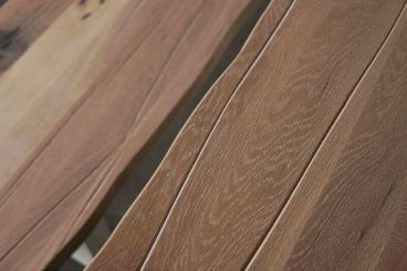 masa cu picioare trapezoidale metalice si blat din stejar masiv