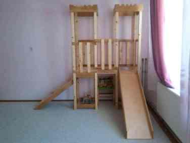 loc de joaca din lemn