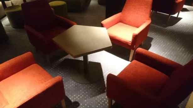 masa pentagonala cu 4 scaune