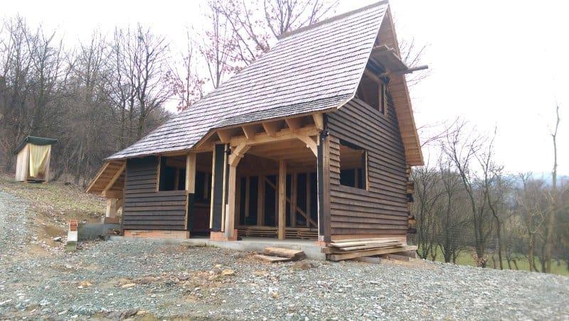 cabana din lemn de brad