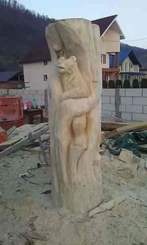 Sculptori români