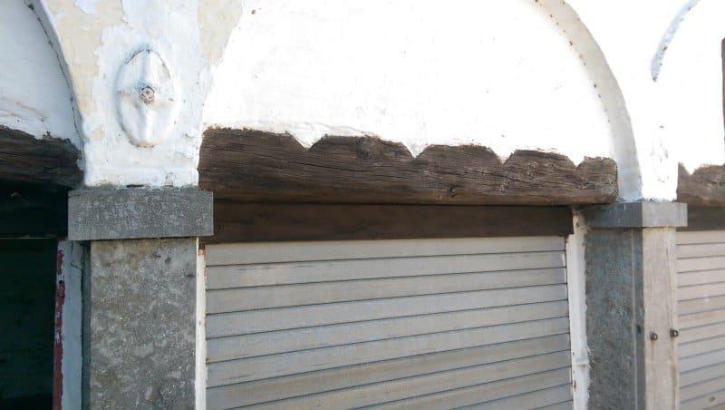 grinzi din stejar pentru suportul tavanelor de caramida