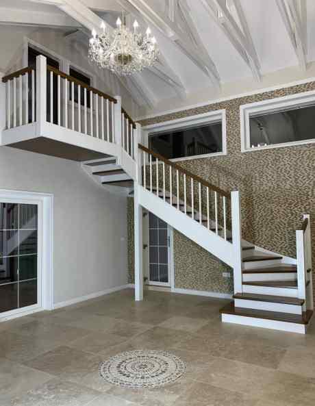 scară interioară cu 3 rampe