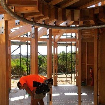 Austin Maynard - casa din lemn rotunda