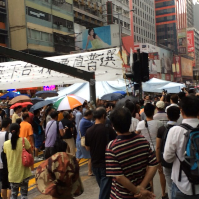 Chaos at Mongkok earlier today when a fight broke out. There're definitely more spectators than demonstrators. Feels like... Protest tourism.